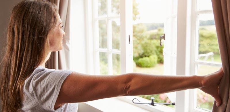 Ricambiare aria in casa aprendo le finestre