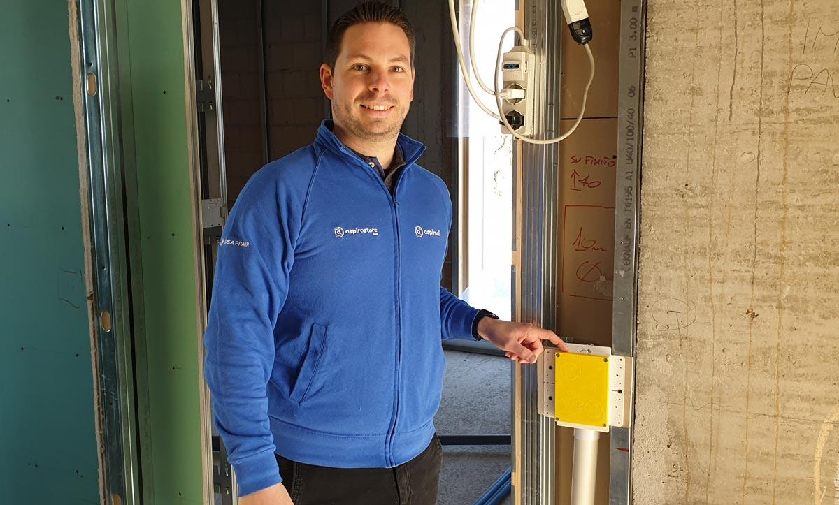 Igor Pizzinato verifica corretta posa impianto aspirapolvere Retraflex in cantiere